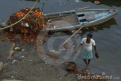 Cleaning The Ganges Editorial Stock Image