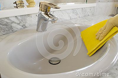 Cleaning gray sink