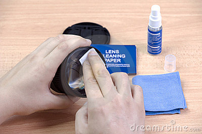 Cleaning your lense