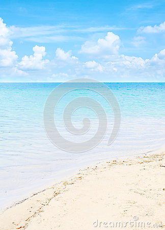 Clear blue sea with beautiful sky