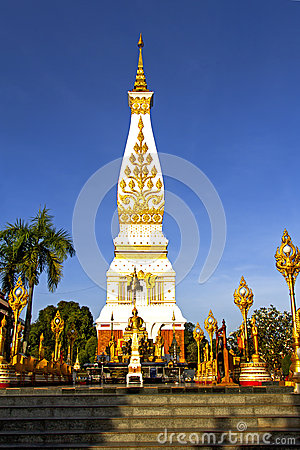 Free Clear Sky Chedi Phra That Phanom Royalty Free Stock Photo - 39544385