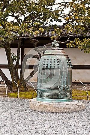cloche japonaise dans le jardin image libre de droits image 30408936. Black Bedroom Furniture Sets. Home Design Ideas