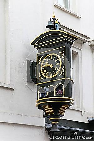 Clock figures