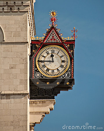 Clock on the royal courts of justice