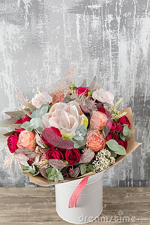 Free Close-up Beautiful Bouquet. Spring Flowers On Gray Background. Flower Shop. Wooden Table. Vertical Photo Stock Photos - 114808383