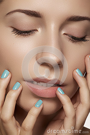 Close-up beauty. Model face with natural make-up & bright manicure