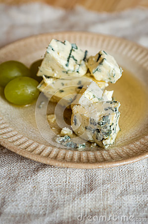 Blue mold cheese and grapes on a plate