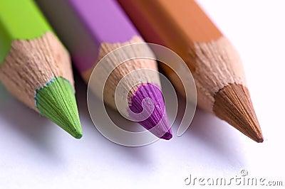 Close-up de 3 lápis coloridos