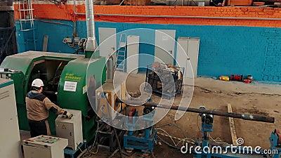 Close-up de solda do processo de Hardbanding processo de manufatura da tubulação de broca Empresa para a fabricação de óleo de fu vídeos de arquivo