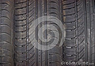 Close-up do fundo do pneu de carro