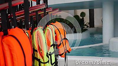 Close up dos colete salva-vidas Segurança na água filme