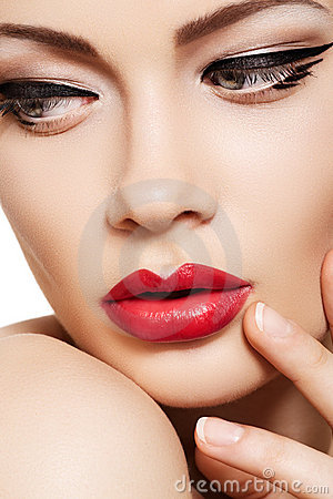 Free Close-up Fashion Model Face, Glamour Lips Make-up Royalty Free Stock Photography - 19886607