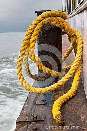 Free Close-up Of A Mooring Rope Royalty Free Stock Images - 37381909