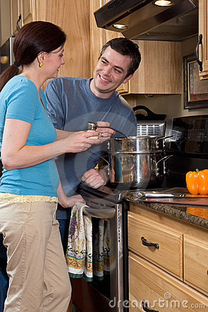 Free Close-up Of Couple In The Kitchen - Vertical Royalty Free Stock Images - 5366059