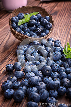 Free Close-up Of Fresh And Bright Blueberry In A Wooden Crate. Healthy, Ripe, Raw And Bright Dark Blue Berries On A Wooden Background. Stock Images - 97227124