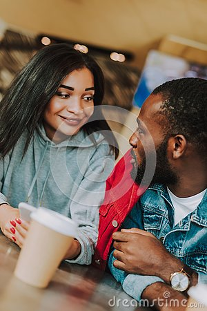 Free Close Up Of Young Couple Talking While Drinking Coffee Royalty Free Stock Photo - 129378365