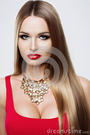 Free Close-up Portrait Of Beauty Girl With Long Hair. The Care Of Hair, Cosmetics For Hair. Bright Make-up, Necklace, Red Royalty Free Stock Image - 72707876