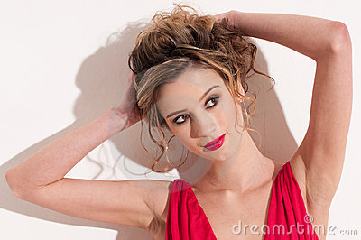 Close-up van mooi meisje met rode mode maekeup