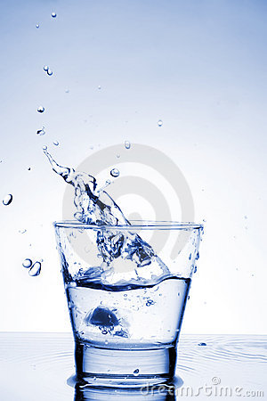 Free Close Up View Of The Splash In Water Royalty Free Stock Images - 4375239