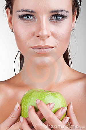 Close up woman holding an apple