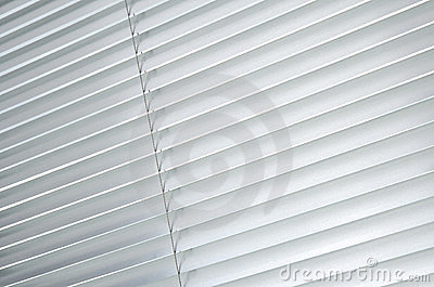 Closed metallic blinds