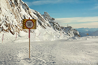Closed slope sign.