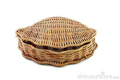 Closed woven basket