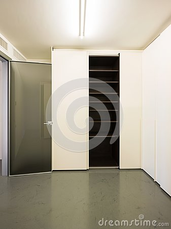 Free Closet With Open Doors Royalty Free Stock Photo - 104413795