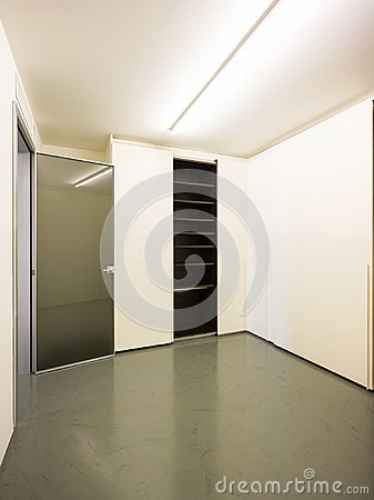 Free Closet With Open Doors Stock Photo - 104413980