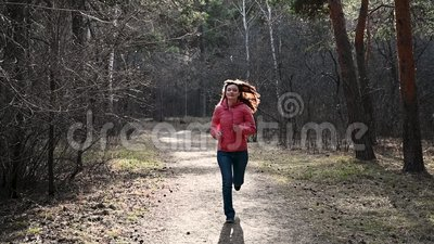 Closeup of legs running through an autumn park at sunset. People running cross country in forest. Jogging motivation in stock video