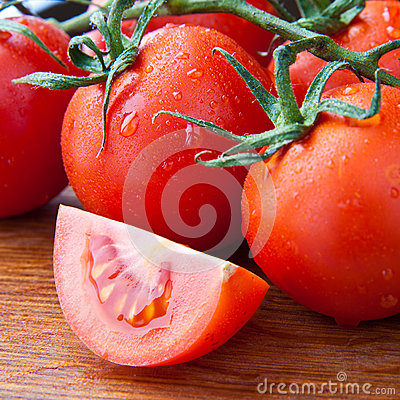 Free Closeup Part Of Tomato With Fresh Dewy Tomatoes Royalty Free Stock Images - 32493259