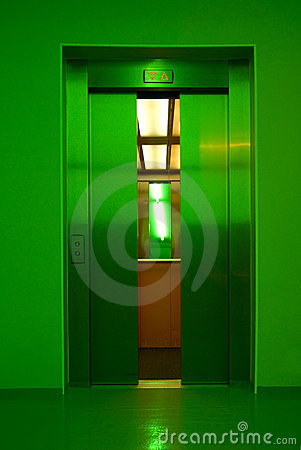 Closing elevator doors