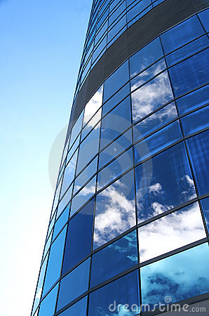 Free Clouds Reflected Onto Modern Building Royalty Free Stock Photos - 12782258