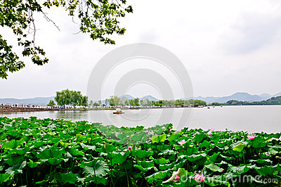 Cloudy Hangzhou West Lake