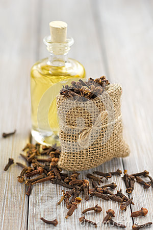 Free Clove Oil Royalty Free Stock Images - 28010549