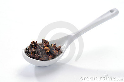 Cloves in the spoon