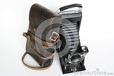 Câmera de dobradura do vintage com caso