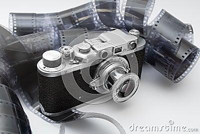 Câmera do rangefinder do vintage na película preto e branco