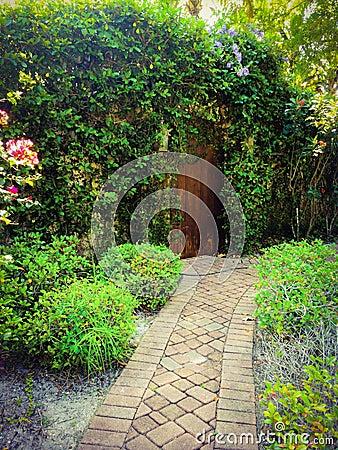 Porta Al Giardino Segreto Fotografia Stock - Immagine: 67905906