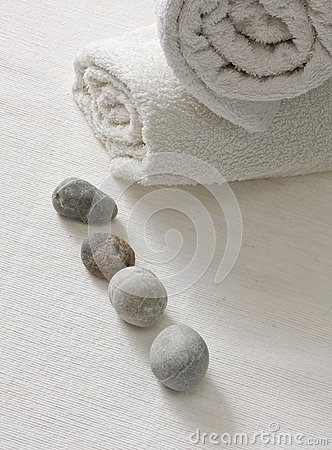 Cobbles with white towels