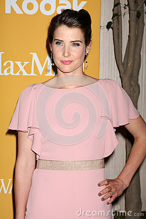 Cobie Smulders arrives at the City of Hope s Music And Entertainment Industry Group Honors Bob Pittman Event Editorial Photo