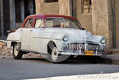 Coche americano clásico viejo, un icono de La Habana Foto de archivo editorial