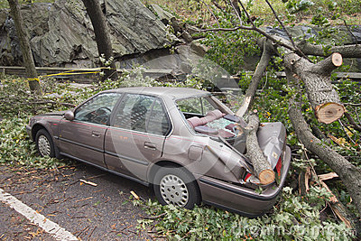 Coche dañado por Hurricane Sandy Imagen de archivo editorial