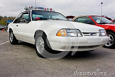 Coche policía 1993 del mustango de Ford