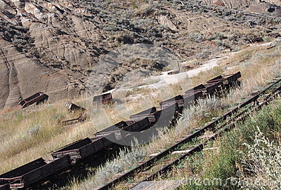 Coches de carbón en la mina de carbón del atlas Drumheller Fotografía editorial