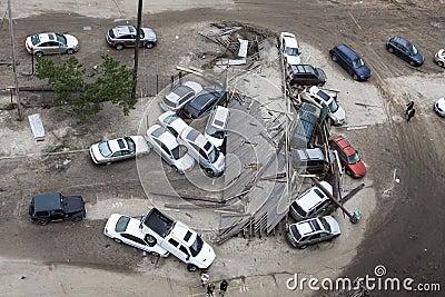 Coches estrellados después del huracán Sandy Foto editorial