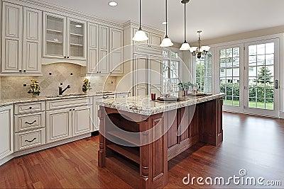 Cocina moderna blanca con acabado de madera e isla: diseo e