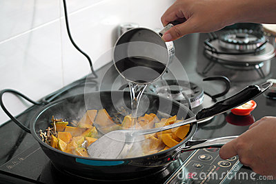 Cocinar platos foto de archivo imagen 62197540 for Platos rapidos de cocinar