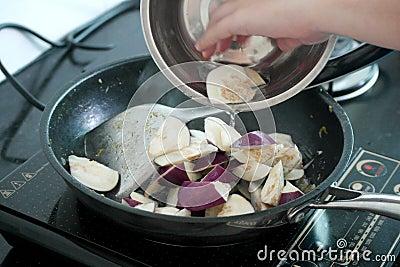 Cocinar platos foto de archivo imagen 62197671 for Platos rapidos de cocinar