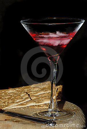 Cocktail and crackers